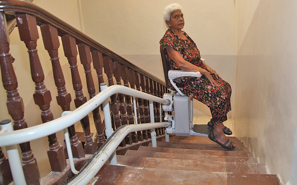 curved climb stair lift parsi colony